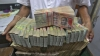 Индийцы за четыре дня обменяли шестую часть всех денег в стране