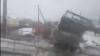 Столкнувшийся с электричкой мусоровоз в Подмосковье сняли на видео