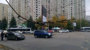 ЧП на улице Крянгэ: строительный кран повредил провода троллейбусной линии