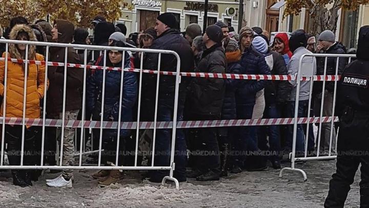 На избирательных участках в России образовались очереди
