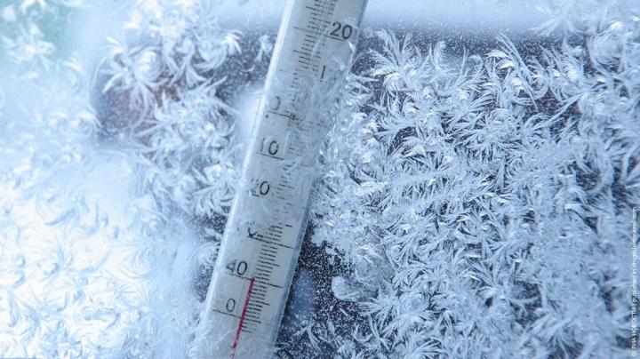 На Алтае насмерть замерз ребенок, оставленный пьяной матерью на морозе