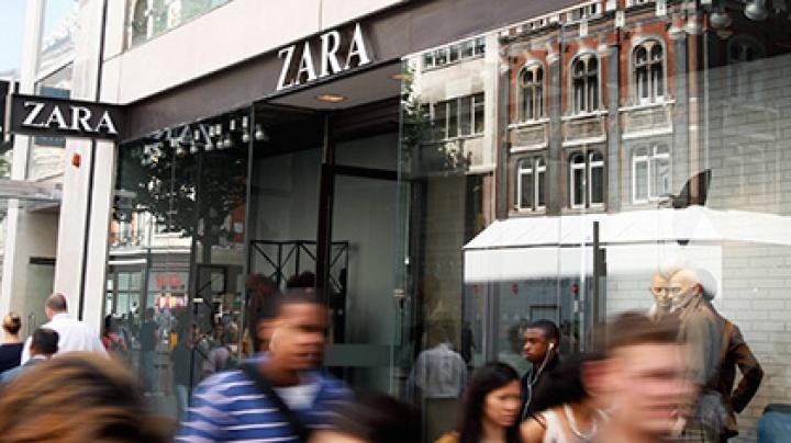 Магазин Zara продал платье с зашитой в него мертвой крысой