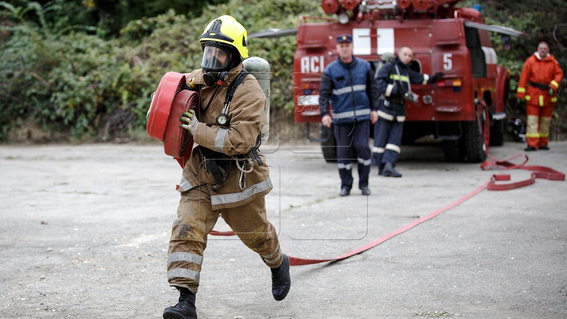 вам тут фотографии пожарных на пожарах гибкой