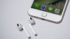 Глава Apple рассказал об ошеломительном успехе наушников AirPods