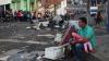 В голодающей Венесуэле люди в поисках еды разграбили склад