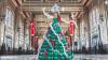 Американка сделала рождественское платье-ёлку из 590 воздушных шаров