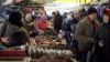 В канун Нового года люди спешат сделать последние покупки в столице и уехать в районы