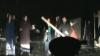 Появилось видео нападения разъяренных цыган с дубинами на полицейских в Брянске