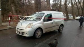 Необычная авария в столице: как шлагбаум пробил насквозь автомобиль