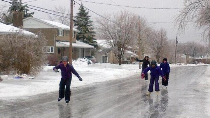 Улицы на востоке Канады превратились в каток