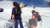 На Эльбрусе спасатели вытащили из расщелины раненого альпиниста