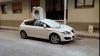 В Турции мужчина сбросил стиральную машину на автомобиль