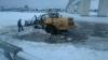 В Костроме чистящий реку от снега трактор ушел под воду