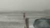 Безумство храбрых: мужчина купается в море не смотря на аномальный мороз