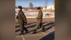 Странно марширующего военнослужащего сняли на видео