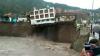 Трёхэтажный отель рухнул в реку в Перу