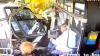 Видео: пикап пролетел по газону и протаранил автобус с пассажирами
