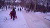 Холодная зима приносит новые развлечения: взрослые и дети вышли на каток