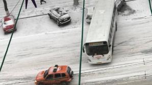 """Автобус протаранил четыре машины возле гостиницы """"Chisinau"""""""