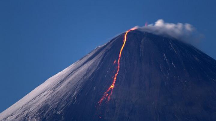 Вулкан на Камчатке выстрелил пеплом на высоту 5,5 километра