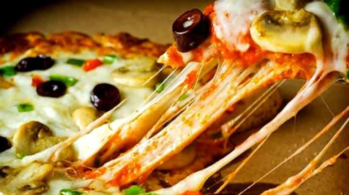 Креативная пиццерия из Зимбабве прославилась в сети своими шутками
