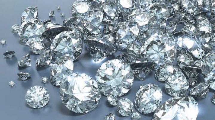 Туриста из Конго с килограммом алмазов в кальсонах поймали во Франции