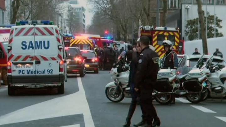 При взрыве в пригороде Парижа пострадали пять человек
