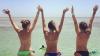 Девушки устроили разборки с полицией, чтобы загорать топлесс на пляже Аргентины