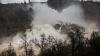 Видео: вода сносит бетонные плиты в Калифорнии после инцидента с плотиной