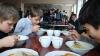 Муниципальные власти проверяют пищевые комбинаты, обслуживающие школы и лицеи