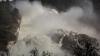 В Калифорнии срочно эвакуируют людей: появилось видео разрушения плотины