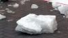 Глыба льда рухнула на малыша в Балашихе