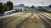 Товарный поезд разорвал фуру на переезде в Ленобласти
