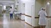 Девушка полгода не может встать на ноги после неудачной операции на позвоночнике