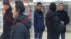 Видео: Задиристый покупатель устроил жестокую потасовку в челябинском ТЦ