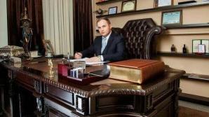 """30 суток ареста получил """"гламурный"""" адвокат Валериан Мынзат"""