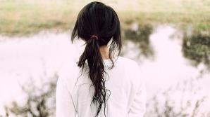 Девушка, отбившаяся от дизайнера с ножом: Что вы так одиноко сидите? Пойдемте на лифте кататься