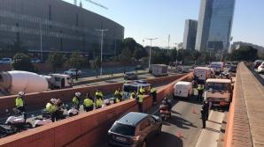 В Барселоне со стрельбой остановили грузовик с бутаном, мчавшийся к центру города