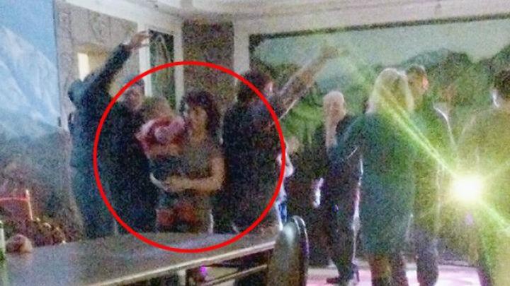 Полиция ищет мать, устроившую пьяный загул в клубе с младенцем