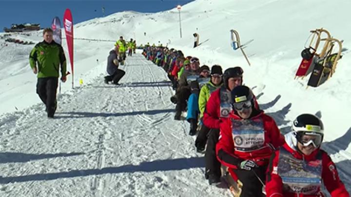 В Австрии 508 человек на санках образовали вереницу рекордной длины