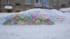 В заснеженных уголках России женщин поздравили рисунками на сугробах