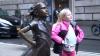 """Статуя """"Бесстрашная девочка"""" останется на Уолл-Стрит еще на год"""