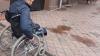 В чебоксарском аэропорту паралимпийцу пришлось на руках спускаться по трапу