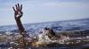 Видео: Мужчина чуть не утонул, решив переплыть реку на экскаваторе