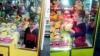 Видео: Малыш застрял в автомате с игрушками в торговом центре