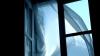Одесситка выпала из окна 8-го этажа во время попытки сделать селфи