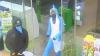 Мужчина в костюме акулы ограбил АЗС в Новой Зеландии и унес оттуда конфеты