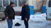 Видео: пьяный житель Рязани заблокировал выезд скорой и вытащил пациента на снег