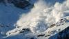 На трассе Бишкек-Ош в Киргизии снежная лавина накрыла три машины