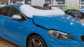 Volvo разрабатывает подушку безопасности для пешеходов